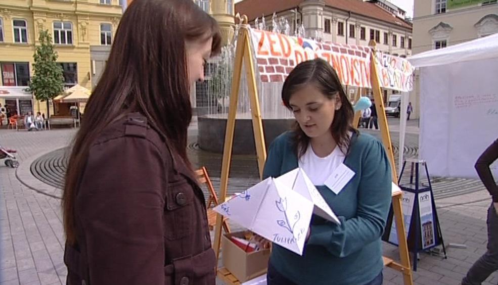 Organizátoři si pro kolemjdoucí připravili zábavné psychotesty