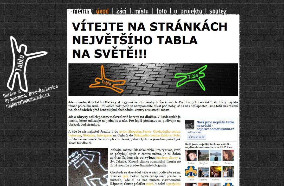 Netradiční tablo má i vlastní webové stránky