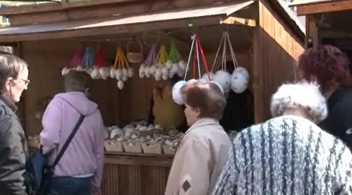 Na Velikonočních trzích se dají koupit pomlázky, věnce i zdobená vajíčka