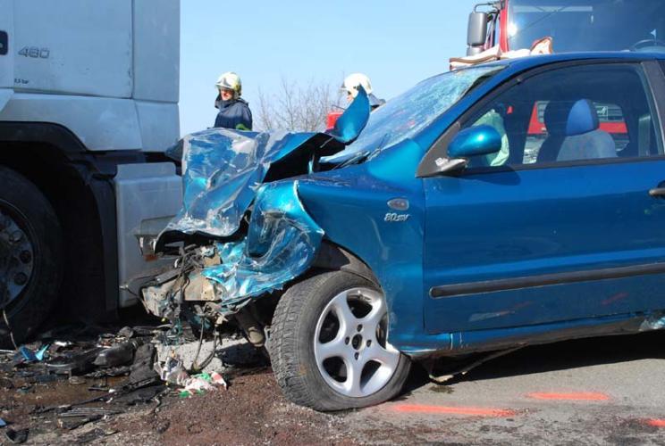 Příčinou nehody byl pravděpodobně alkohol, řidič osobního auta nadýchal přes půl promile