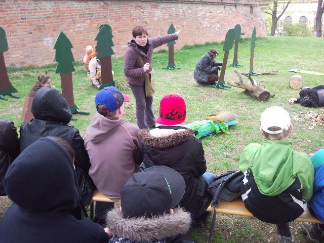 Lesní zvěř zahrála pro děti divadlo