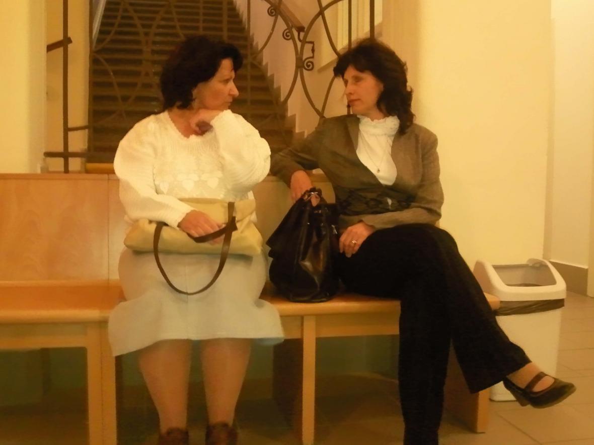lenka Krupcová (vlevo) obžalovaná z týrání