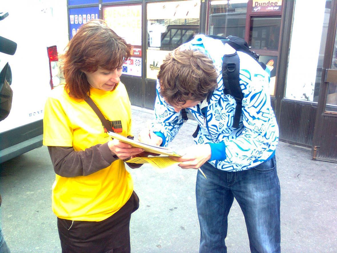 Podepisování petice proti odsunu nádraží z centra Brna