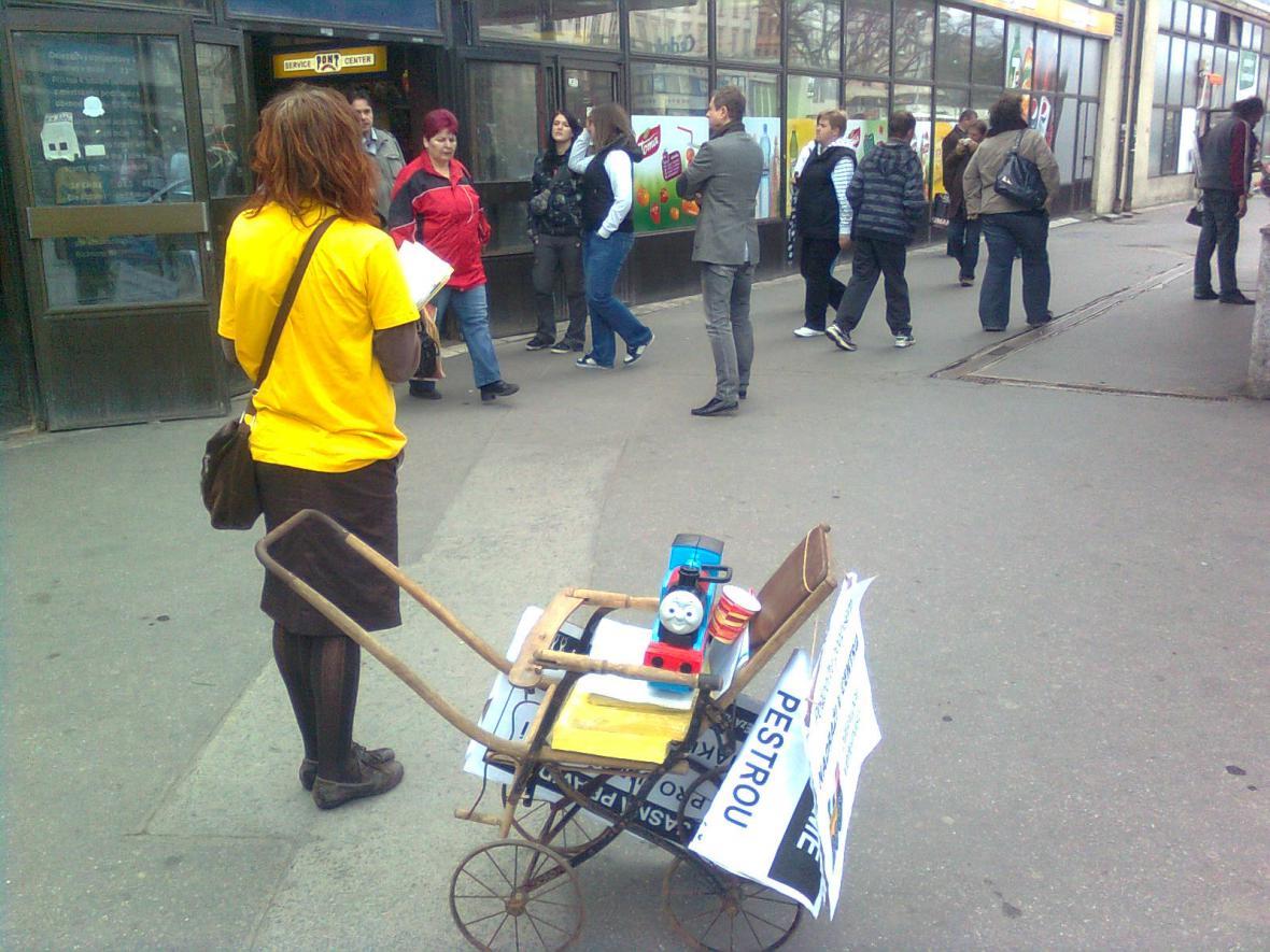 Sbírání podpisů pro petici proti odsunu nádraží z centra Brna