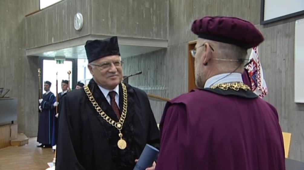 Prezident Václav Klaus převzal čestný doktorát na VUT v Brně