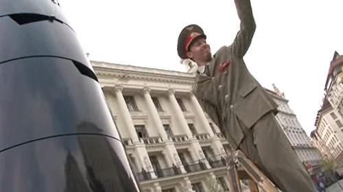 Happening herců HaDivadla k 50. výročí odletu Gagarina do vesmíru