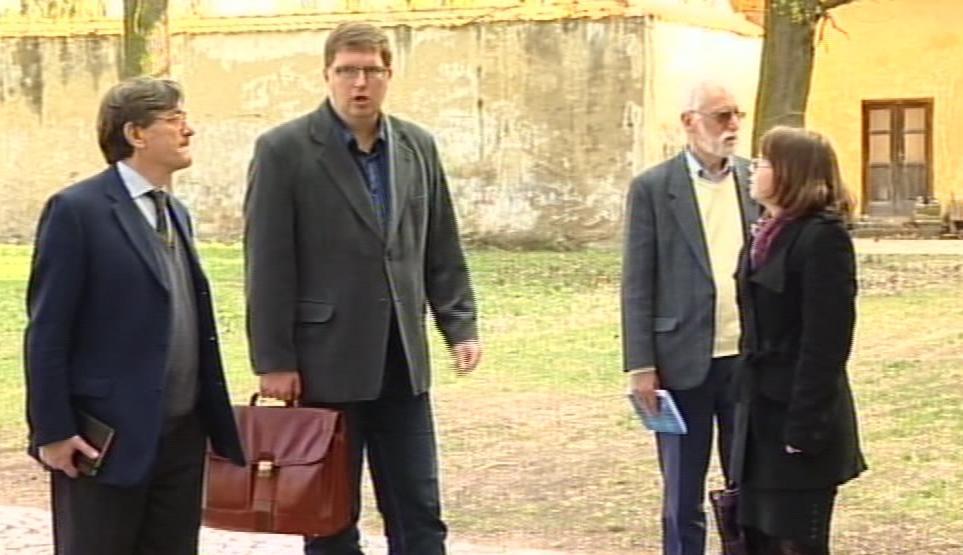 Starosta Moravského Krumlova Tomáš Třetina (TOP 09) provedl francouzskou delegaci zámkem