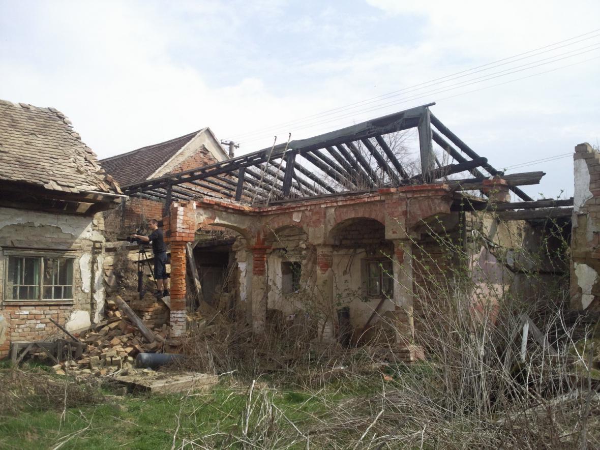 Střechu památky poničil před čtyřmi lety požár