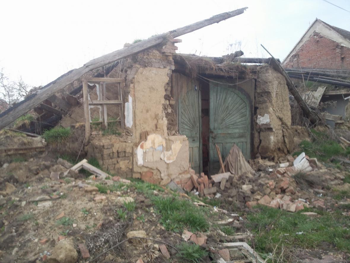Zničená památka lidové architektury ve Slupi