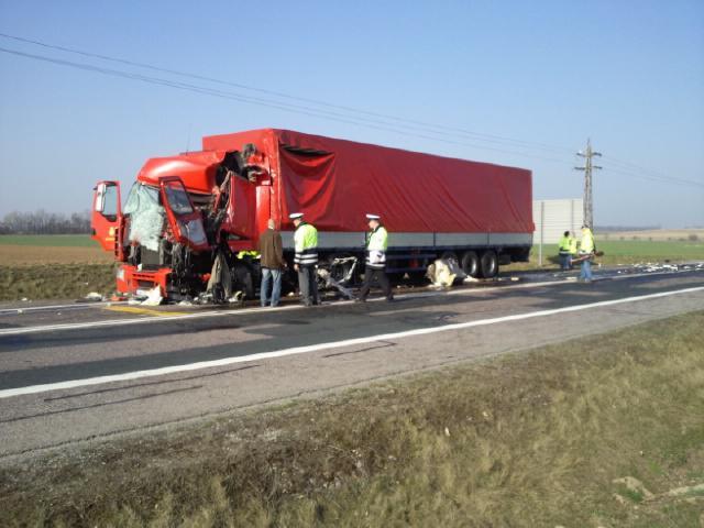 Nehoda kamionu a dodávky na R52
