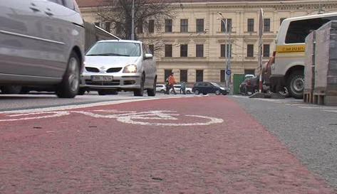 Jízdní pruhy pro cyklisty na Mendelově náměstí
