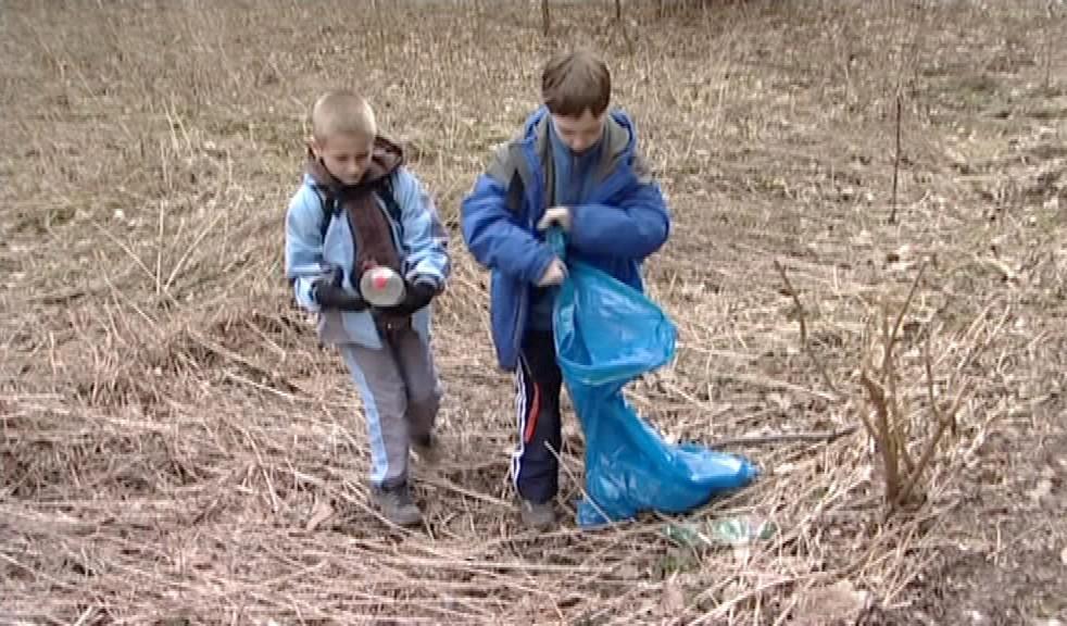 Odpadky pomáhaly sbírat i děti