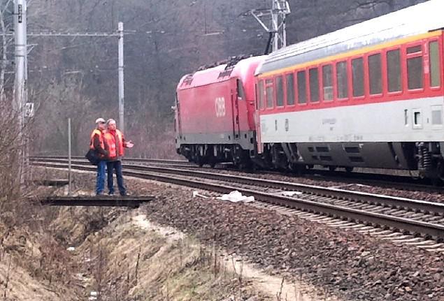 Vlak srazil padesátiletého muže