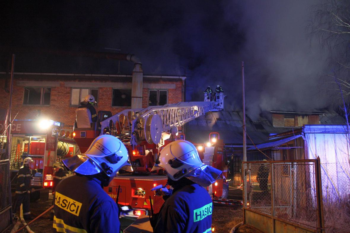 Hasiči likvidovali požár stolárny