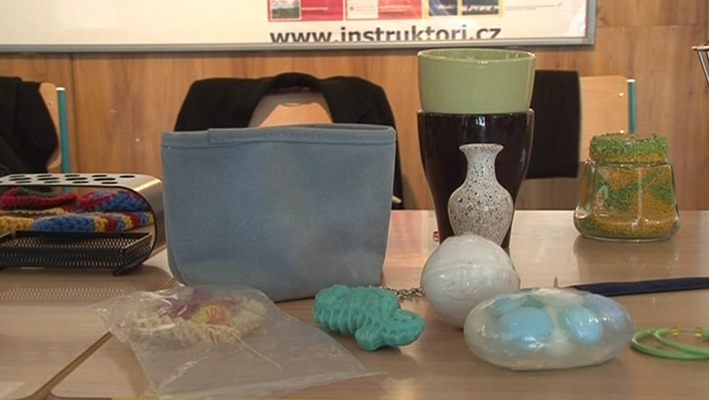 Některé z věcí, které bylo možné si v bazárku za dobrovolnou částku koupit