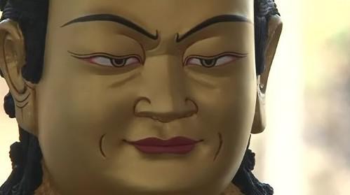 Jedna ze sošek Buddhy v brněnském meditačním centru