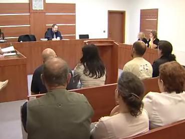 Majitelé čelí žalobě, že byty od radnice koupili nelegálně