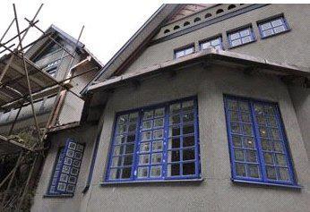 Rekonstrukce Jurkovičovy vily - nátěr oken