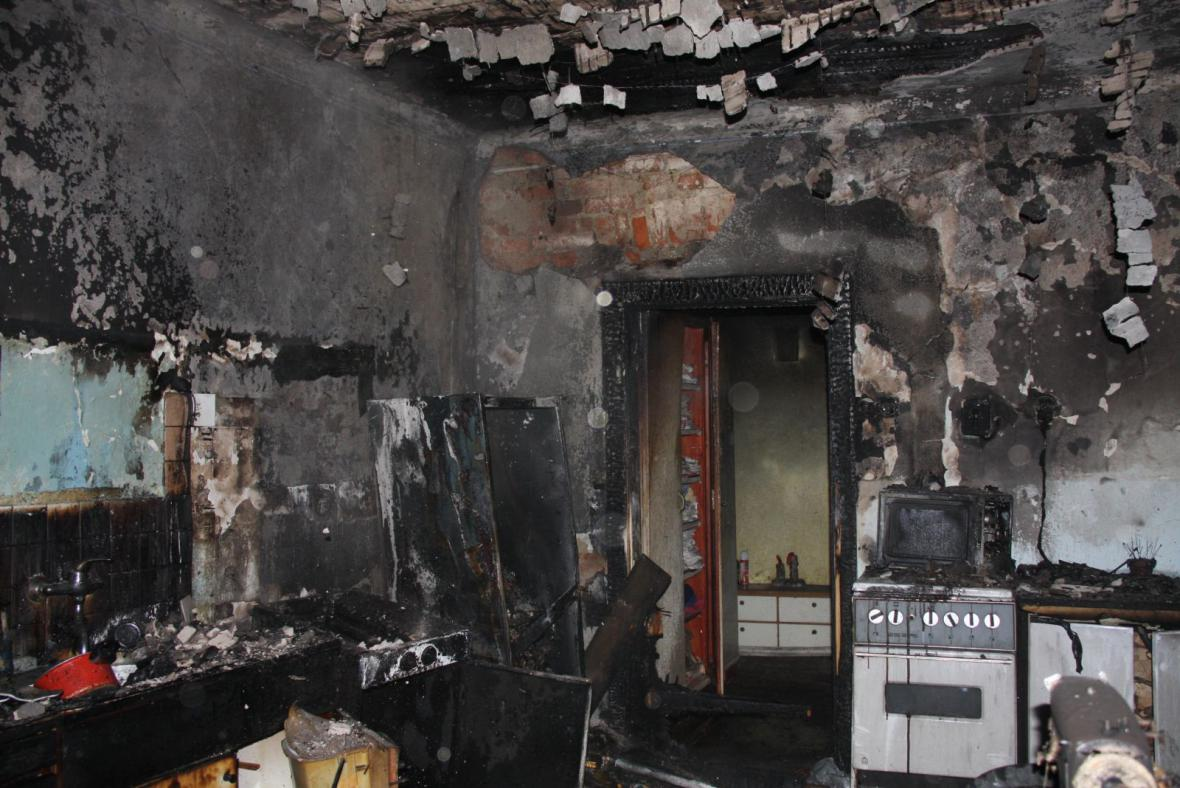 Požár zcela zničil interiér domku