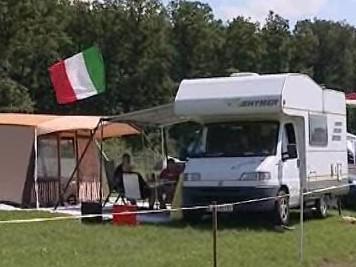 První návštěvníci kempu u automotodromu