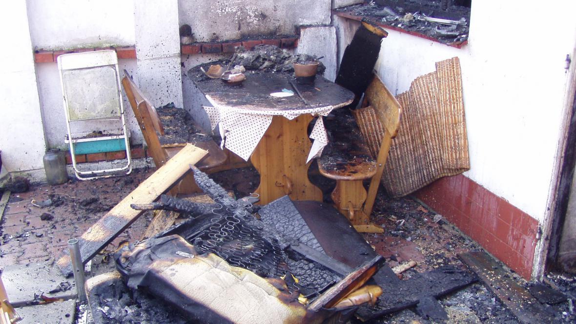 Požár domek zcela zničil