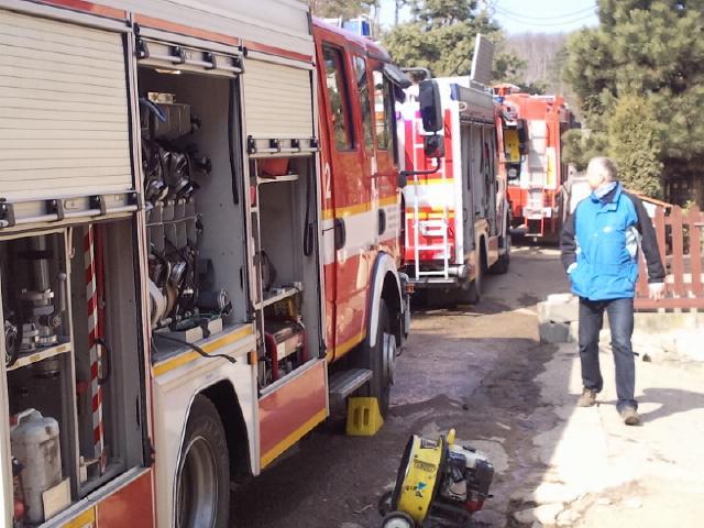 Při požáru v domku v Lelekovicích zemřel jeden člověk