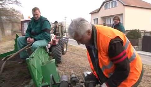 Dělníci zahrnují bobří noru