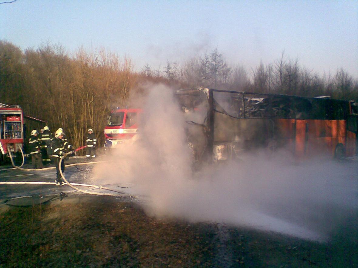 Autobus lehl popelem