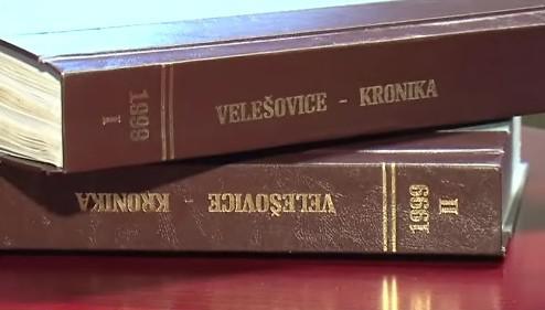 Jediná zkompletovaná kronika Velešic je z roku 1999