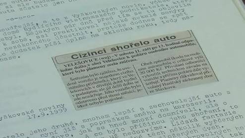 Součástí kroniky jsou i fotografie a výstřižky z novin