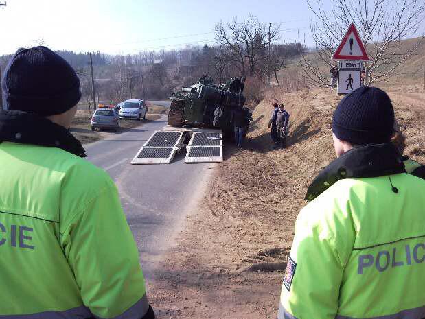 Nehoda převáženého tanku u Jestřabic
