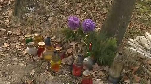 Na místě vraždy jsou i po půl roce květiny a svíčky