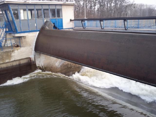 Vodohospodáři testují jez v Bulharech