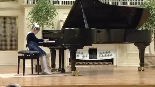 Nejmladší klavíristka Valeriya Solodar z klavírní soutěže Amadeus