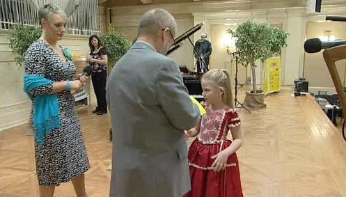 Klavíristka z nejmladší kategorie v klavírní soutěži Amadeus