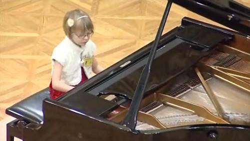 Klavíristka z klavírní soutěže Amadeus
