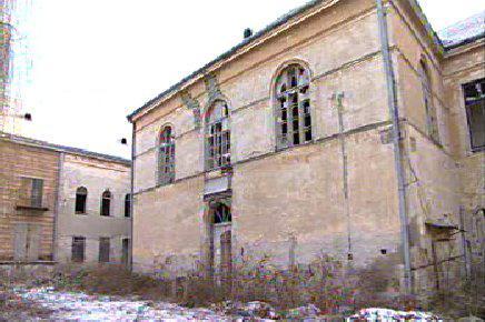Zchátralý zámek v Hrušovanech nad Jevišovkou