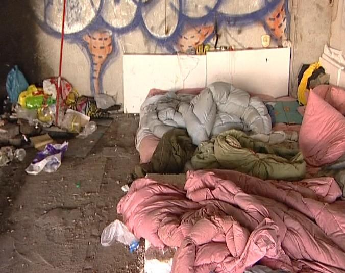 Torzo stavby obývají bezdomovci