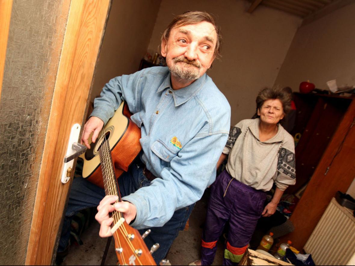 Kocábova kytara, kterou věnoval bezdomovci, zmizela