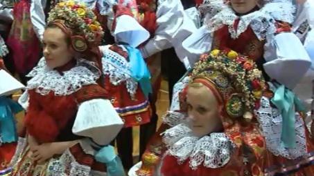 Krojovaný ples ve Vlčnově