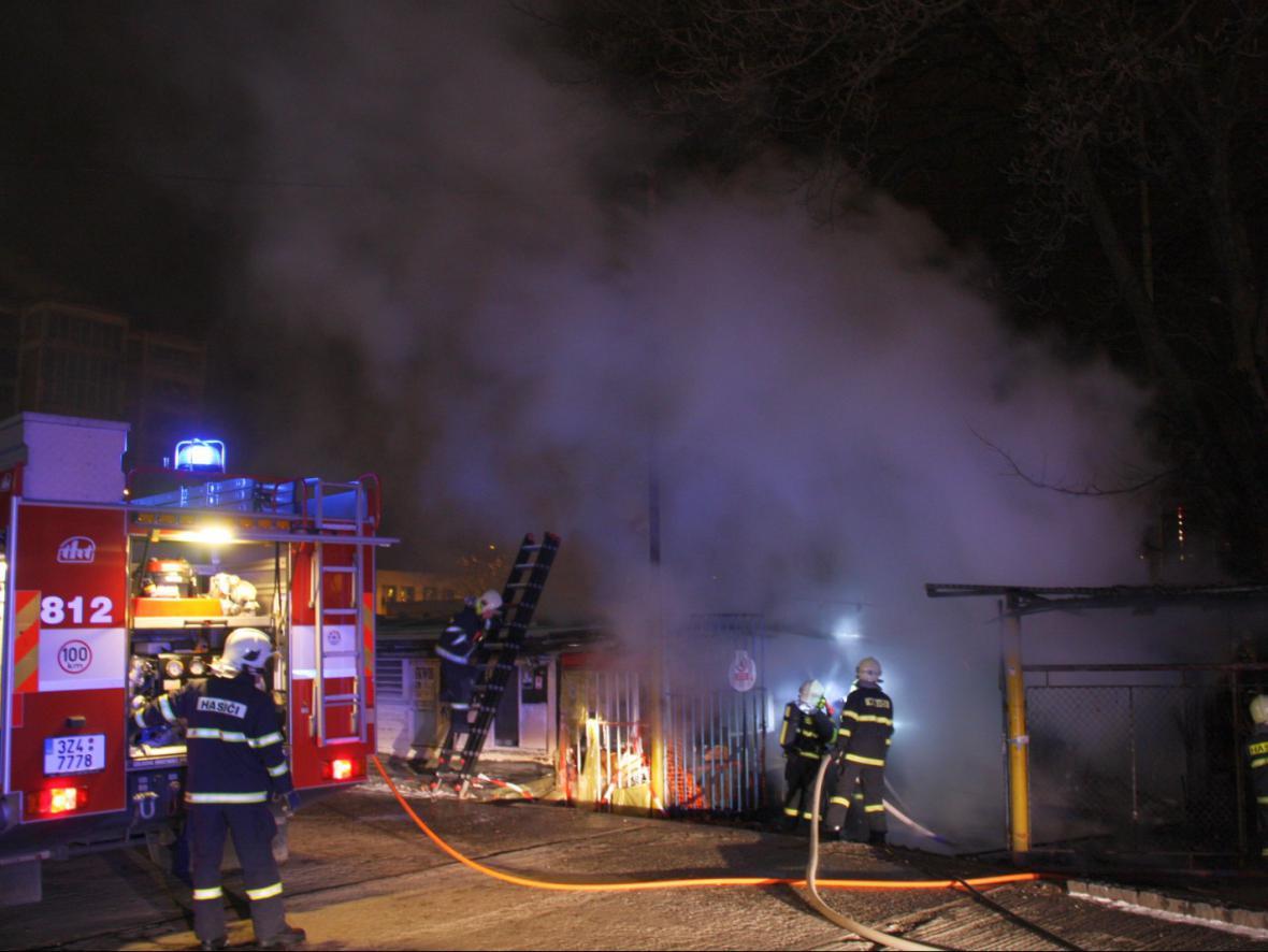 Druhý zásah hasičů v bývalé tržnici v centru Zlína