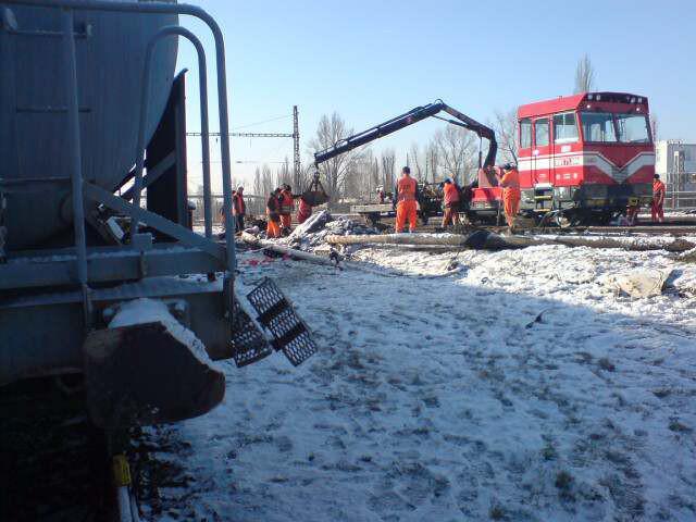 Odstraňování následků havarované drážní cisterny