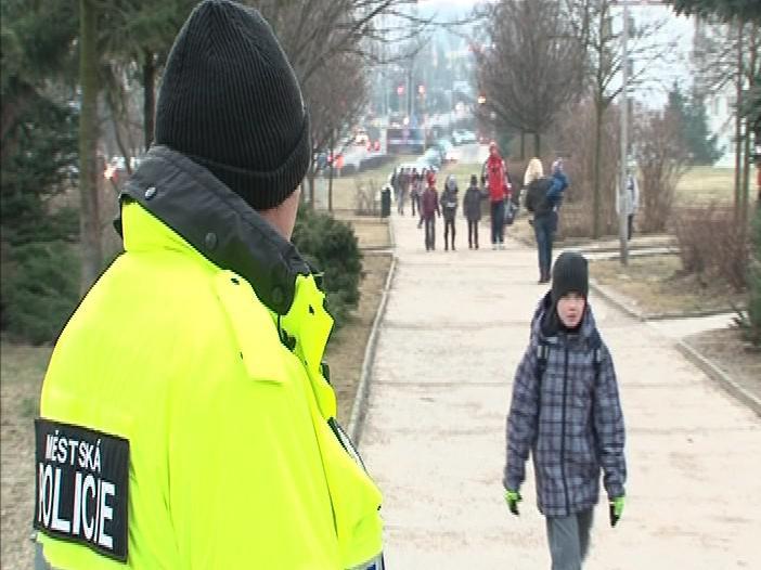 Znojemští strážníci hlídkují před 8 základními školami