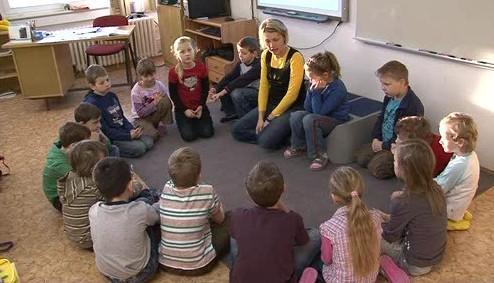 Na ZŠ JUDr. Josefa Mareše učitelky s dětmi probírají, jak se chovat, když se objeví někdo \