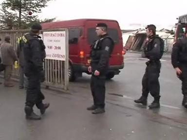Vchod do vyhořelé brněnské tržnice hlídá policie