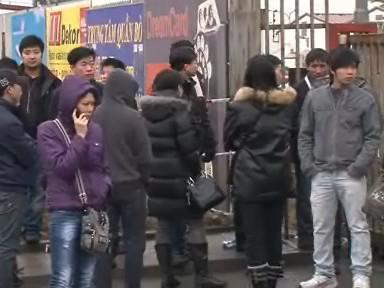Brněnští trhovci čekají, kdy je policie vpuští do tržnice