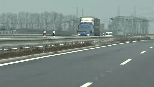Necertifikovaná svodidla zpomalila jízdu po dálnici