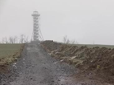 Nová rozhledna nad Drnovicemi je celá z oceli