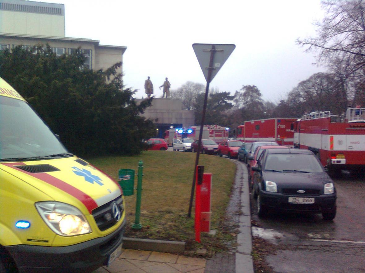 Hasiči zasahují u požáru Janáčkova divadla