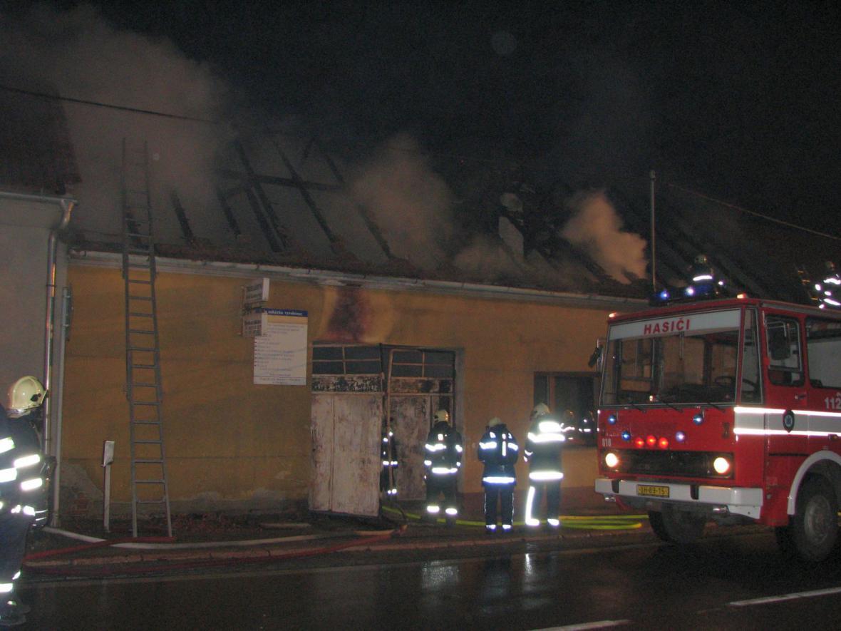Hasiči zasahovali při požáru truhlářské dílny